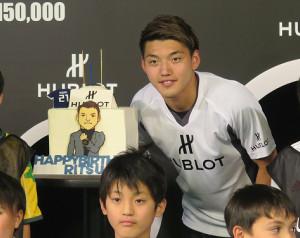 「ウブロ」のイベントに出席したサッカー日本代表MF堂安律
