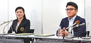 ゴルフ日本女子代表のコーチに就任した服部道子氏(左)。右は丸山茂樹ヘッドコーチ