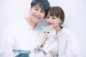 結婚を発表したJOYとわたなべ麻衣。わたなべの愛猫との幸せ3ショット
