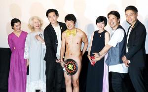 映画「こはく」の完成披露試写会に参加した(左から)鶴田真由、木内みどり、井浦新、アキラ100%、遠藤久美子、横尾監督、寿大聡