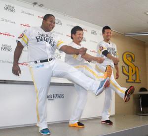 オースルターに選手間投票で選出された(左から)デスパイネ、松田宣、千賀