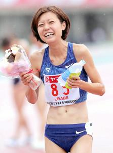 女子800メートルで優勝した卜部