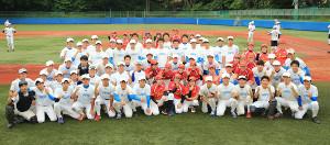 女子野球「ヴィーナスリーグ」の選抜チームと合同練習を行った東大ナイン(カメラ・軍司 敦史)