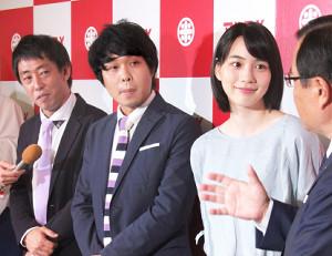 マルコメの新CM発表会に出席した(左から)森田哲矢、東ブクロ、のん