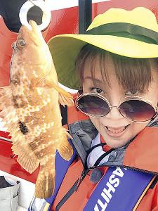 富山湾でのルアー釣りでキジハタを釣った邦ちゃん