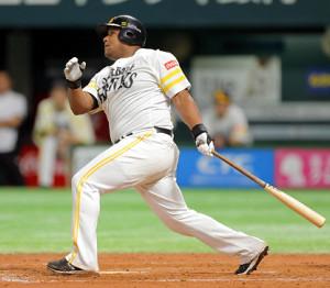 7回1死満塁、デスパイネが満塁本塁打を放つ