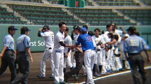 BC石川の武田勝監督と笑顔で握手