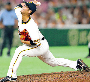 7回無死三塁から2番手で登板した大竹寛(カメラ・泉 貫太)