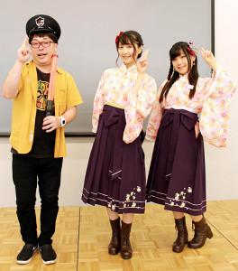 師範学校警備員・天津向(左)と軽妙なトークを繰り広げた秦佐和子(中)、中恵光城