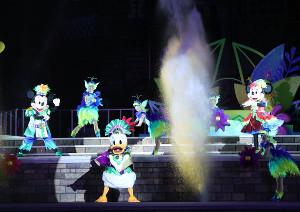 オー!サマー・バンザイ!のステージショーのトナルド(中央)