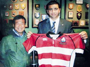 札幌山の手高3年で高校日本代表入りした時のリーチ(右)と佐藤監督