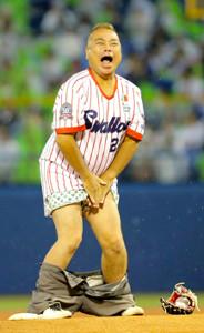 始球式をした出川哲朗