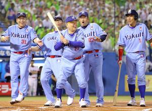 4回無死、代打で打席に立った野村克也監督(中、左から真中満、川崎憲次郎、1人おいて古田敦也、池山隆寛
