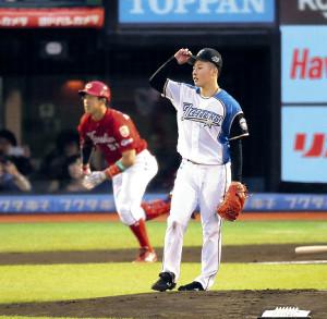 1回、小園(左)に先頭打者本塁打を打たれた吉田輝(カメラ・相川 和寛)