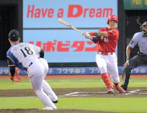 1回無死、小園が右越えソロ本塁打(投手・吉田輝)