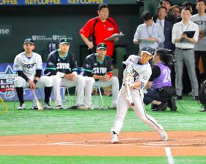 ホームランダービー決勝に進んだ吉田正(左からレアード、村上、坂本勇)
