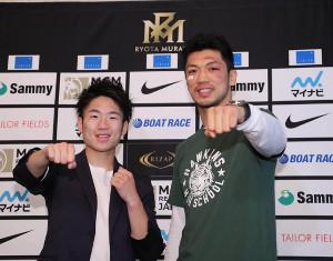 勝利から一夜明け、会見する拳四朗(左)と村田諒太