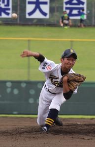 9回を投げきった甲陵・鮎沢(カメラ・古川 浩司)