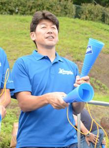 応援に駆けつけた三浦大輔投手コーチ