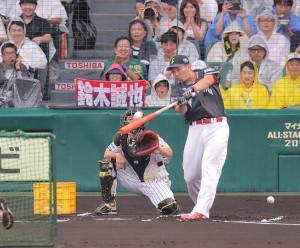 ホームランダービー決勝で豪快な打球を放つ鈴木誠也(カメラ・池内 雅彦)
