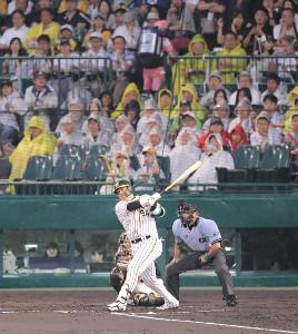 2回無死、阪神・原口が左越えソロ本塁打