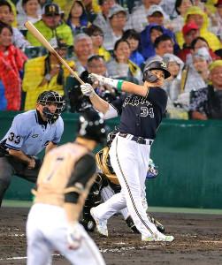 3回1死一塁、オリックス・吉田正尚は右中間へ2ラン