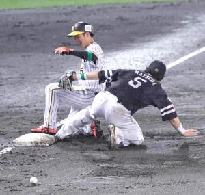 7回2死一塁、近本が左越え適時三塁打でサイクル安打を達成(三塁手・松田宣)