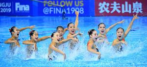 チームテクニカルの演技で躍動する日本チーム(カメラ・竜田 卓)