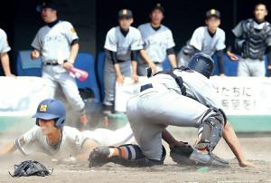 7回に執念のヘッドスライディングで決勝点を奪った旭川明成の渡辺(カメラ・石井 睦)