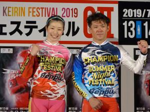 優勝した石井貴子(左)と村上博幸