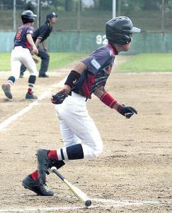 2回1死一、三塁、貝塚・徳留が勝ち越し三塁打を放つ