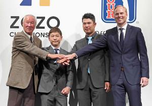 2018年11月20日に記者会見した(左から)日本ゴルフツアー機構・青木功会長、ZOZOの前澤友作社長、松山英樹、クリスチャン・ハーディ氏