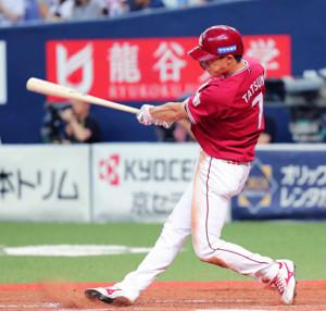 4回1死二塁、辰己は右中間へ同点適時三塁打を放つ(カメラ・義村 治子)