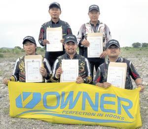 鬼怒川予選を突破した(前列左から)岡田、金子、三原、(後列左から)武藤、西片の5選手