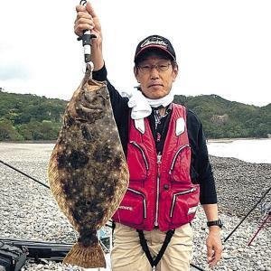 64・7センチのヒラメを釣った西大阪サーフの山本さん