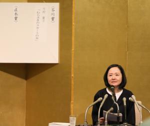 17日、芥川賞の選考経過を話す選考委員の小川洋子さん