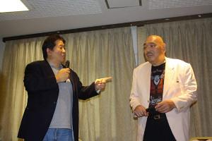 熱く語る前田日明氏(左)とキラー・カーン氏