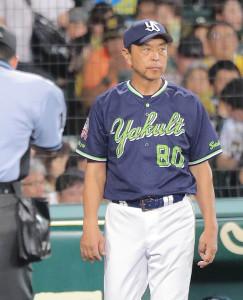 選手交代を告げる小川淳司監督