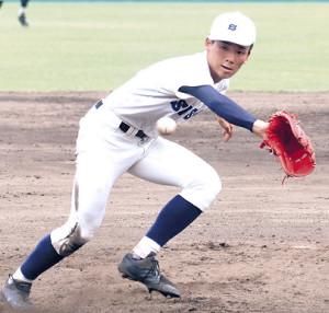 最後の打者を投ゴロで打ち取った静岡商の左腕・高田。自己最速の146キロをマークして3安打1失点で10三振を奪った