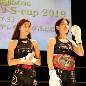 田川女神(右)と、妹の愛心