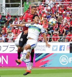 20日の湘南戦でヘディングでゴールを決める札幌FWジェイ