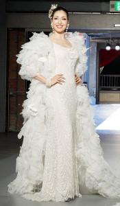 桂由美さんのブライダルファッションショーにゲスト出演したアンミカ