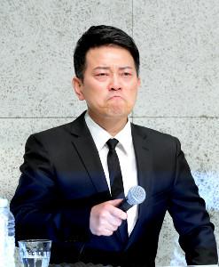 20日の会見で金塊強奪事件の主犯格とされる人物との会合での金銭授受を否定した宮迫博之