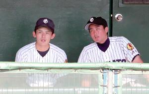 大船渡・国保陽平監督(右)と佐々木朗希