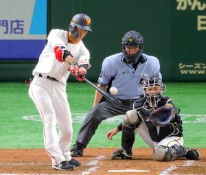 2回2死二塁、立岡宗一郎が中前に適時打。捕手・坂本誠志郎