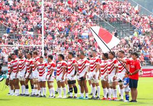 試合開始前に整列するラグビー日本代表フィフティーン(カメラ・中島 傑)