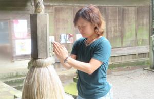 九頭龍神社で参拝する