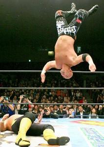 武藤敬司のムーンサルトプレス(2007年3月30日、後楽園ホールでの川田利明戦)