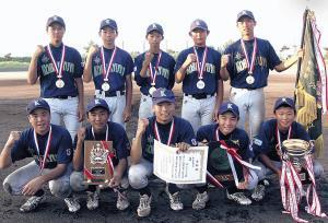 神戸ナインは現チーム初優勝でガッツポーズ
