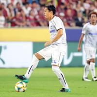 神戸戦の後半19分から出場し、公式戦通算1000試合出場を達成したG大阪のMF遠藤